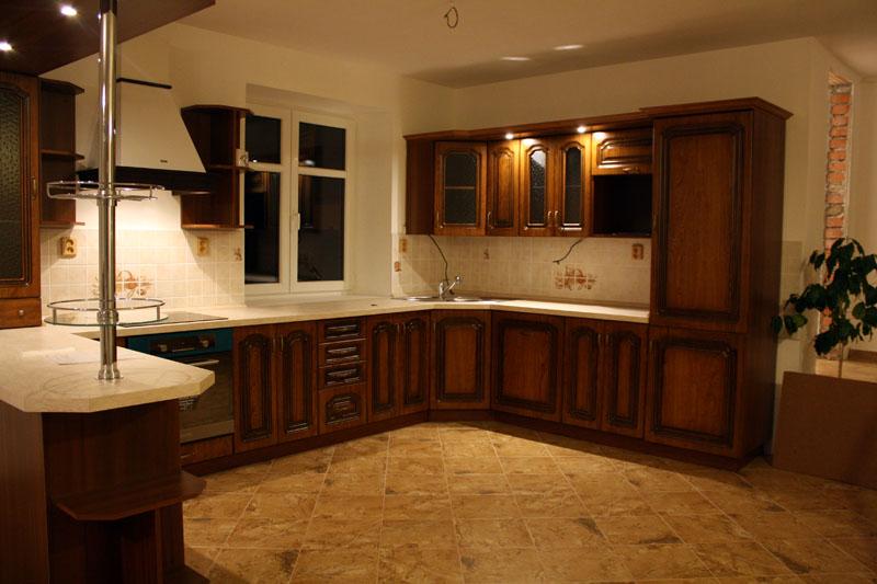 Rustikální realizovaná rohová kuchyně Bolero