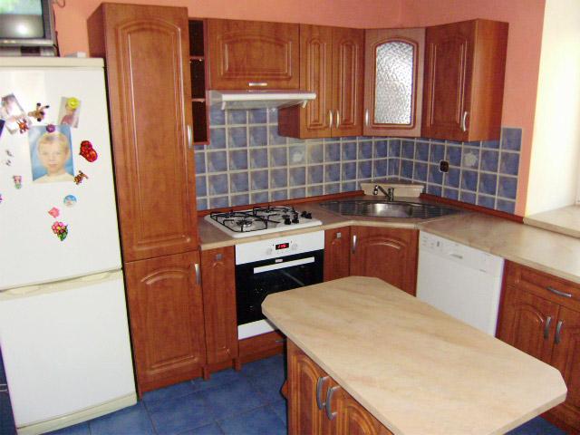 Rohová kuchyně s ostrůvkem do U Portos kalvádos