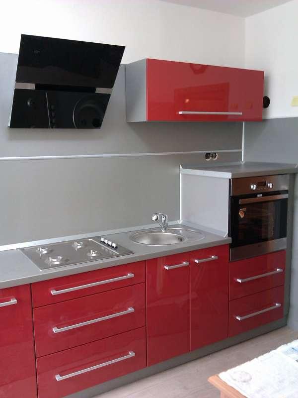 Moderní červená kuchyně Bonita vysoký lesk