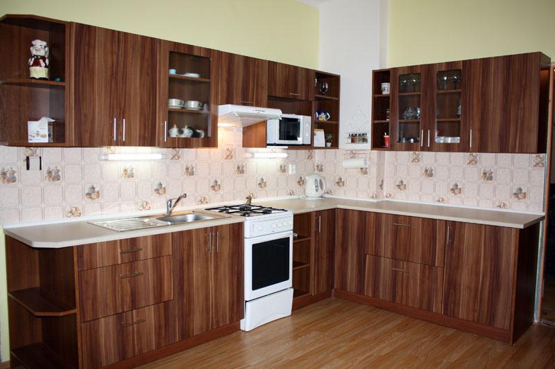 Moderní kuchyně rohová Formát Slíva ořech