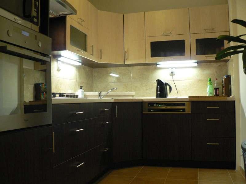 Rohová moderní kuchyně Formát