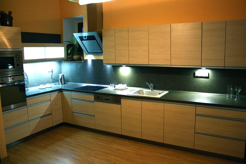 Moderní kuchyně rohová Formát baige